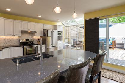 Kitchen Island at 506 - 1225 Merklin Street, White Rock,