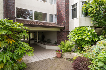 Front entrance at 506 - 1225 Merklin Street, White Rock,