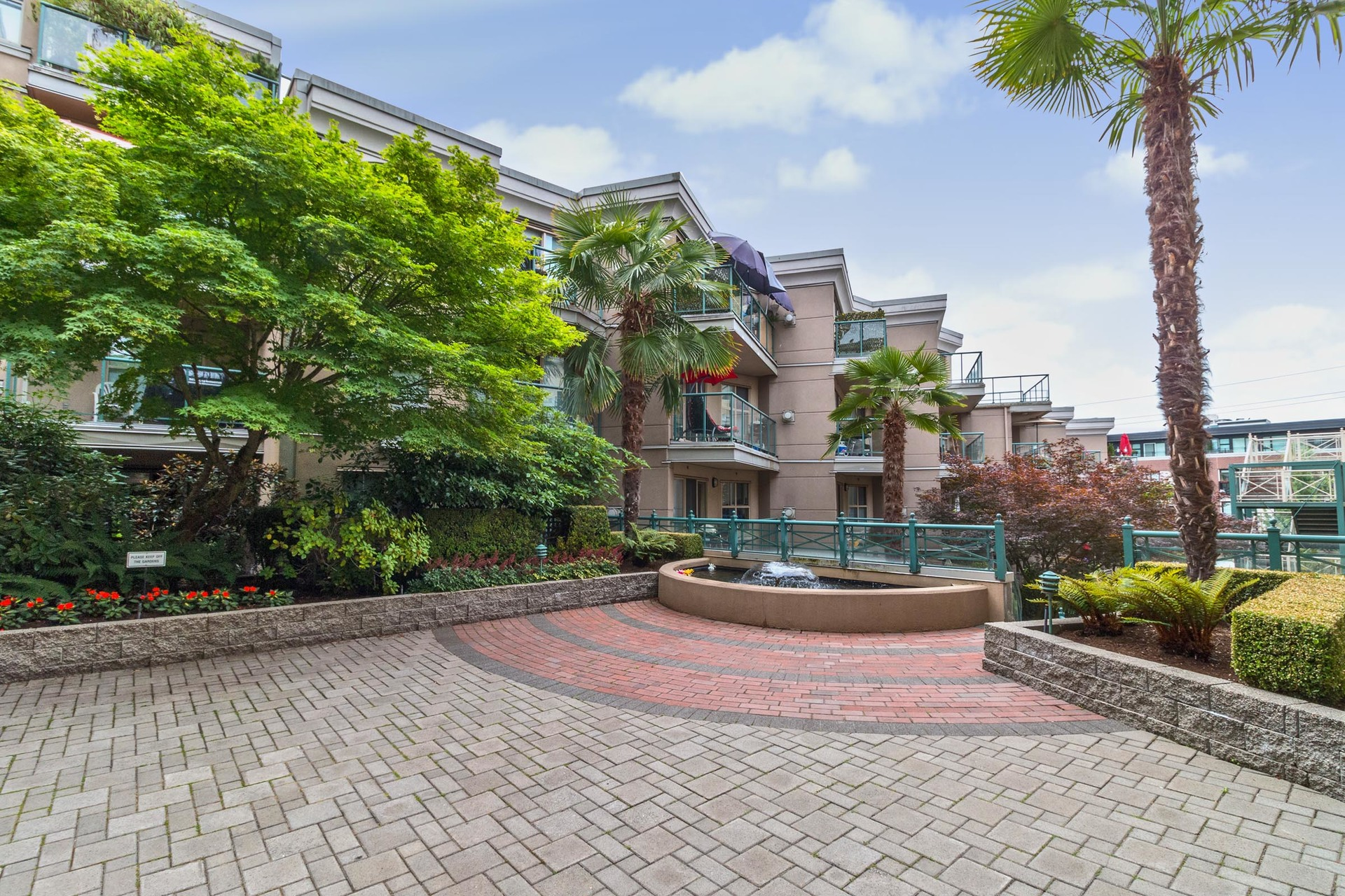 02 at 117 - 332 Lonsdale Avenue, Lower Lonsdale, North Vancouver