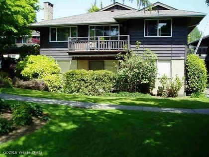 Front yard at 1101 - 555 W 28th Street, North Vancouver