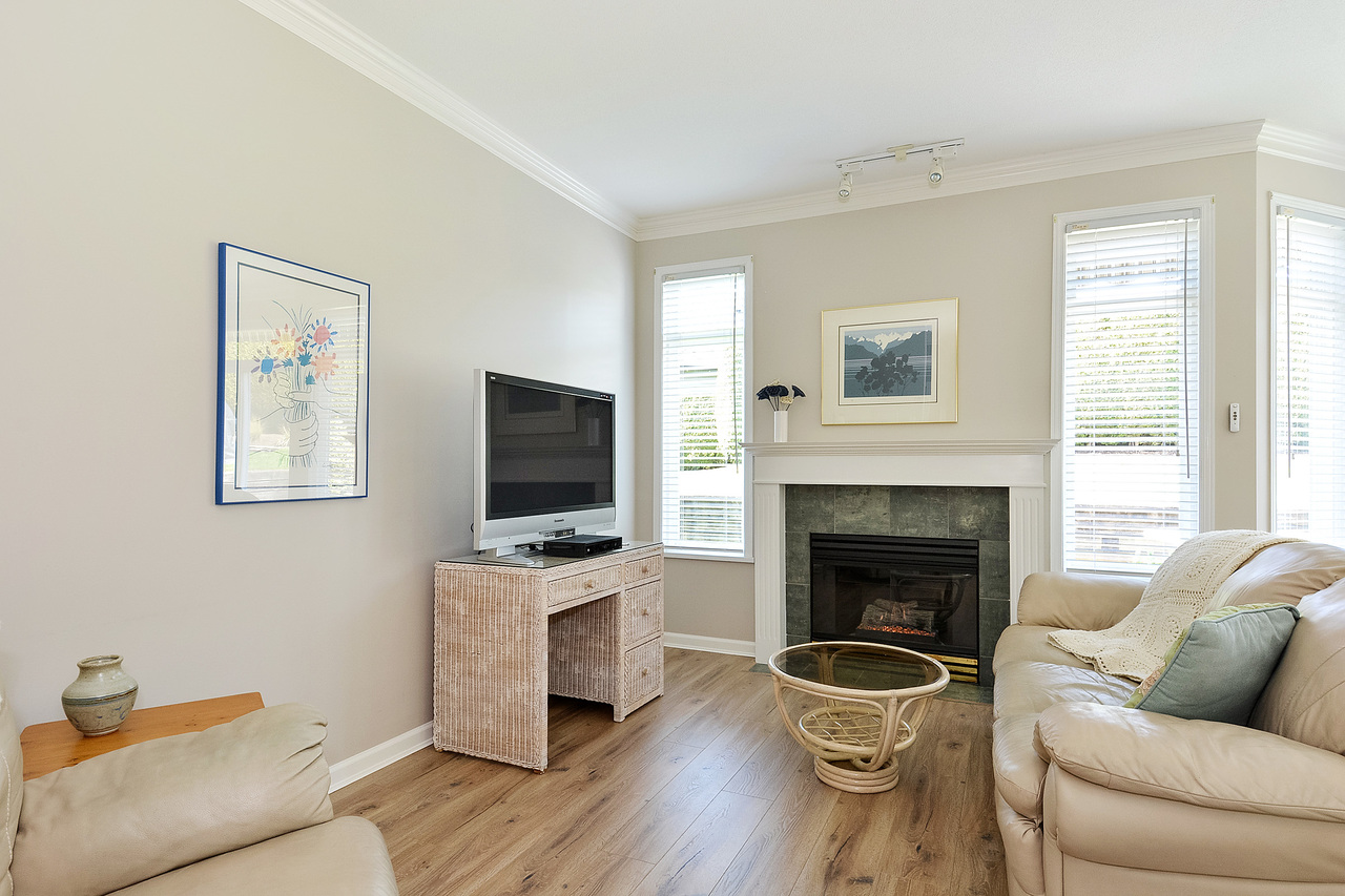 09 at 64 - 14909 32 Avenue, King George Corridor, South Surrey White Rock