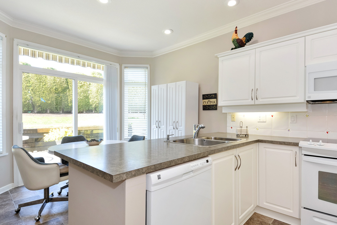 11 at 64 - 14909 32 Avenue, King George Corridor, South Surrey White Rock