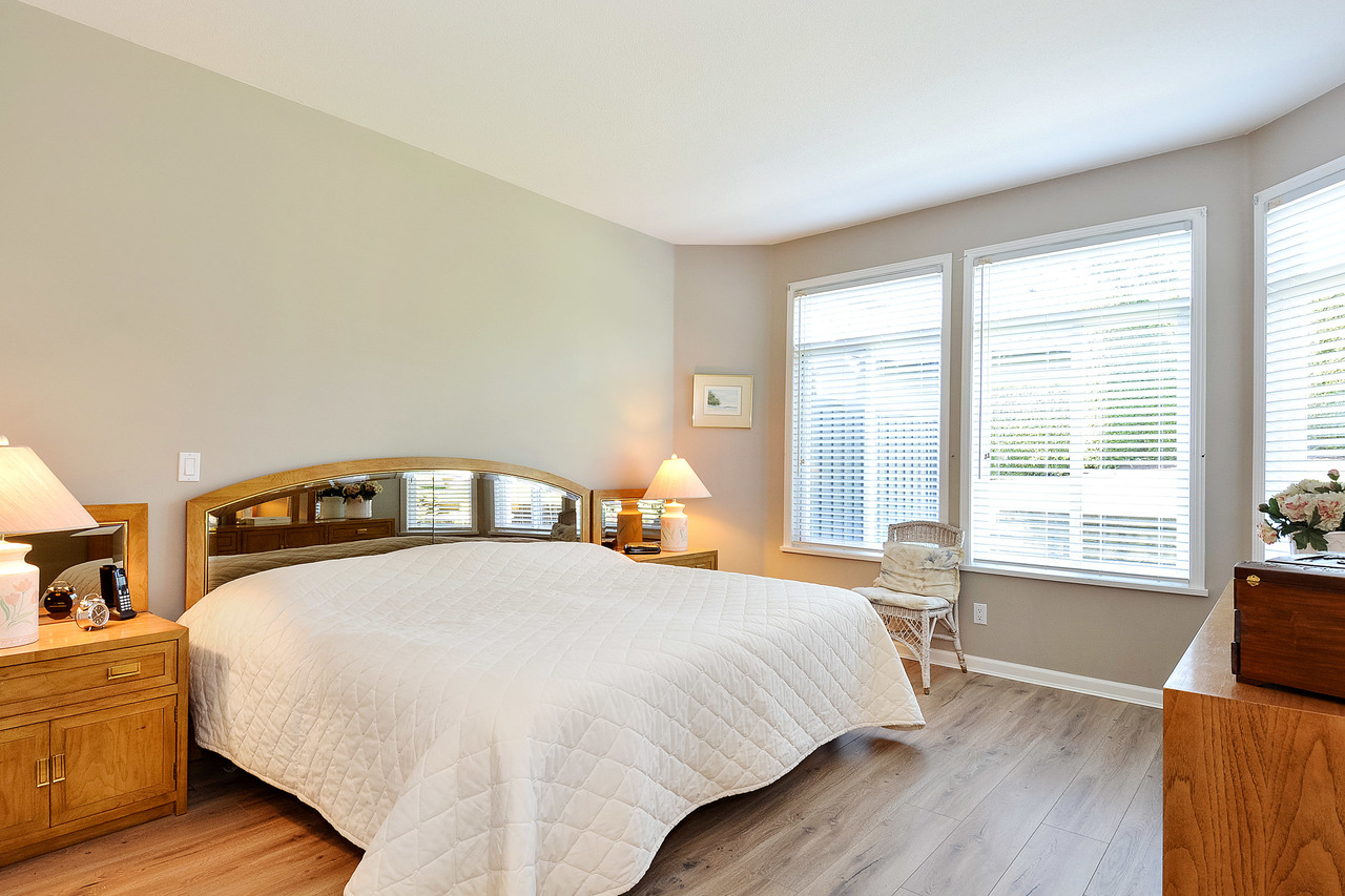 14 at 64 - 14909 32 Avenue, King George Corridor, South Surrey White Rock
