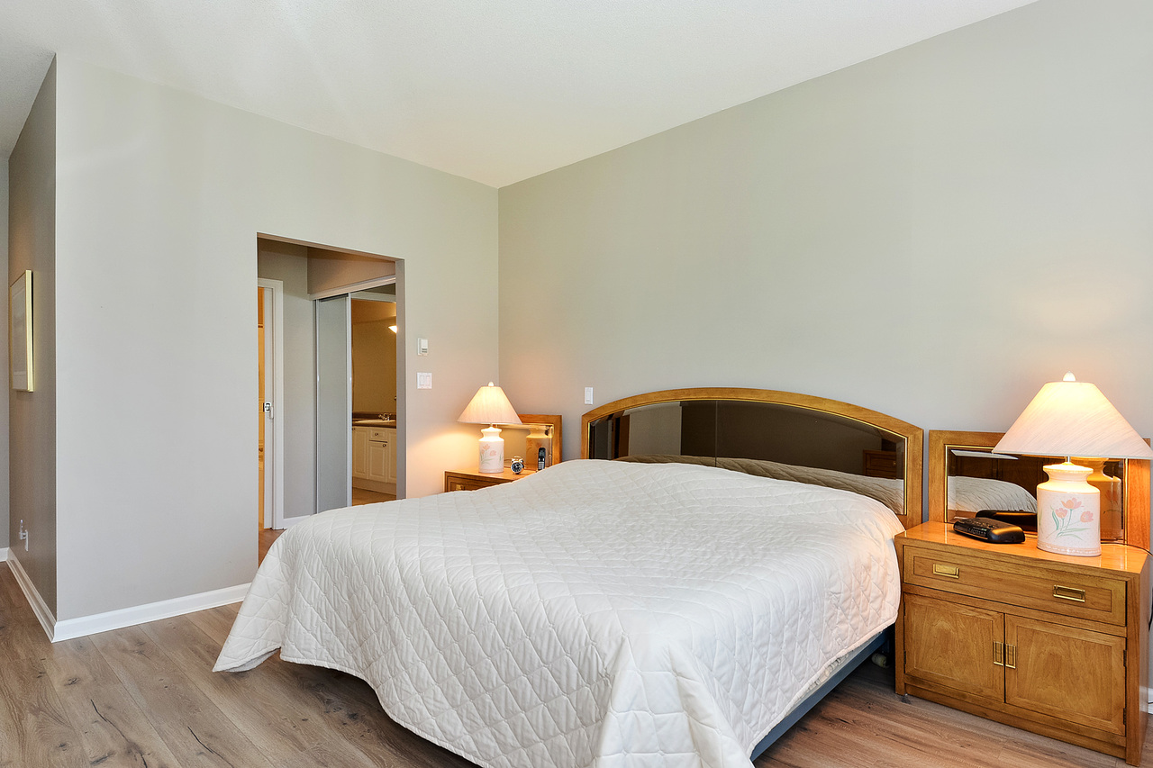 15 at 64 - 14909 32 Avenue, King George Corridor, South Surrey White Rock