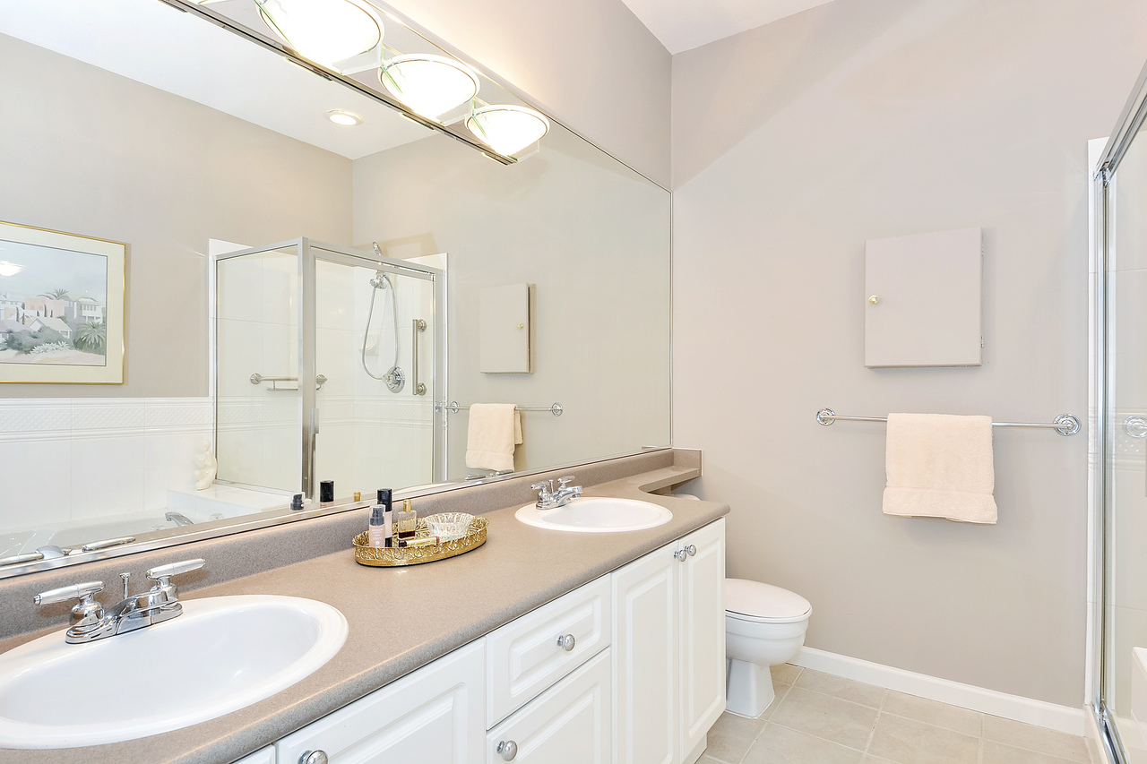 16 at 64 - 14909 32 Avenue, King George Corridor, South Surrey White Rock