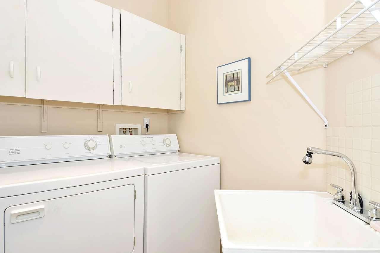 17 at 64 - 14909 32 Avenue, King George Corridor, South Surrey White Rock