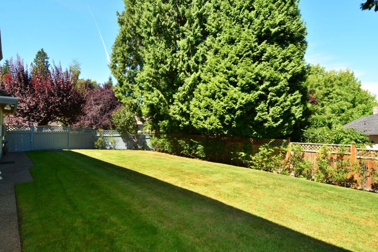 back garden at 2968 Northcrest Drive, Elgin Chantrell, South Surrey White Rock