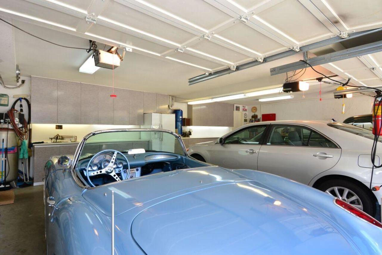 garage at 2968 Northcrest Drive, Elgin Chantrell, South Surrey White Rock