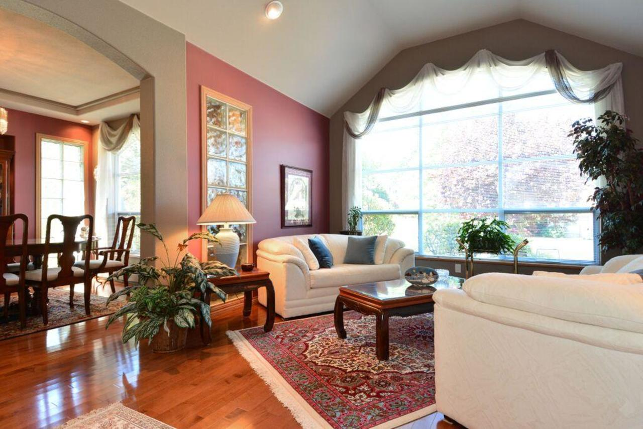 living room 1 at 2968 Northcrest Drive, Elgin Chantrell, South Surrey White Rock