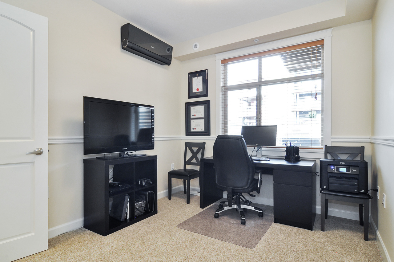 16 at A214 - 20716 Willoughby Town Centre Drive, Willoughby Heights, Langley