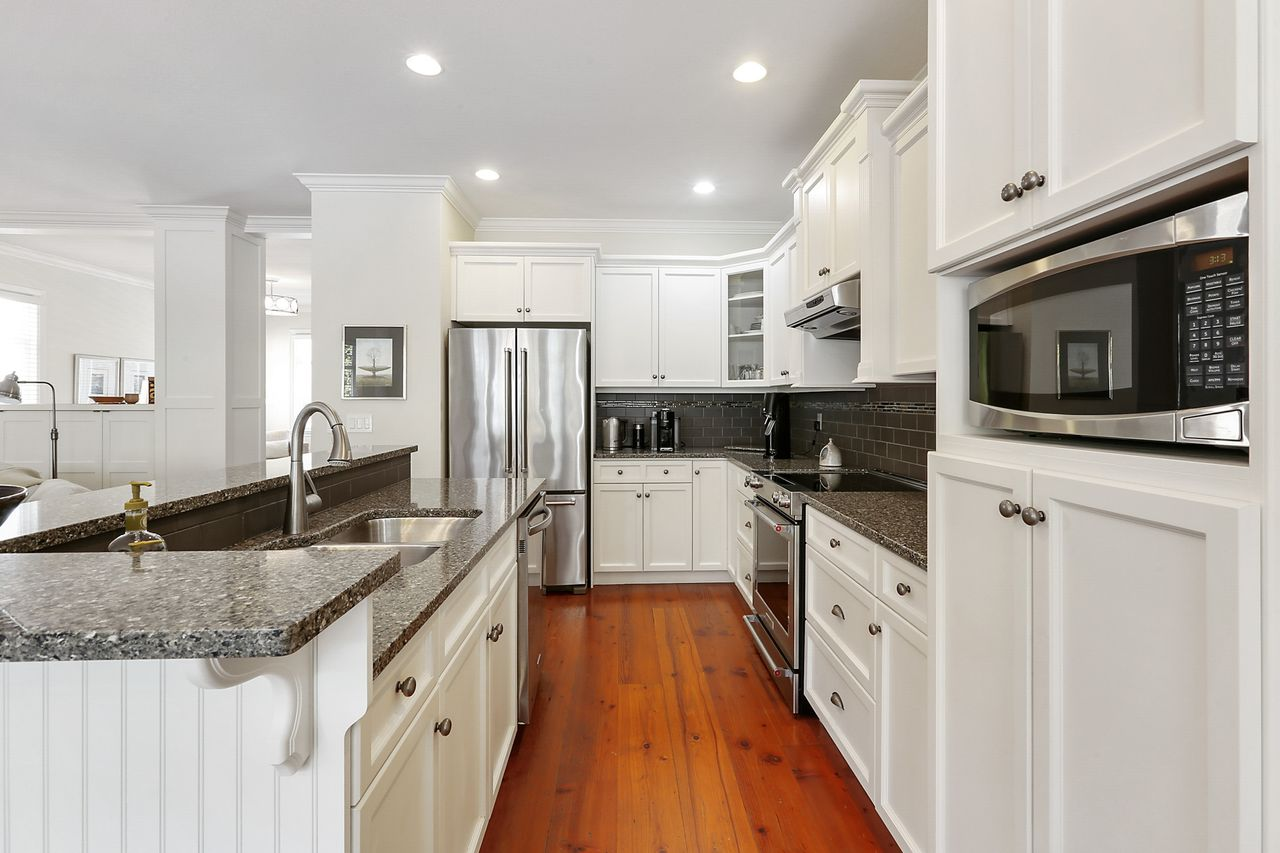 06 at 15383 Russell Avenue, White Rock, South Surrey White Rock