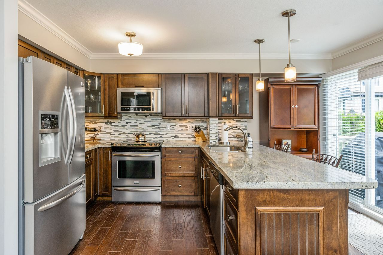 06 at 16 - 15355 26 Avenue, King George Corridor, South Surrey White Rock