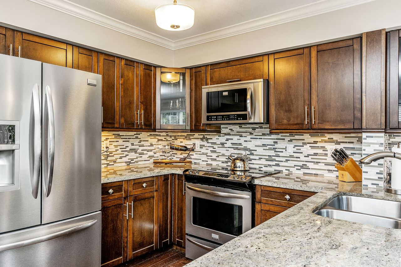 07 at 16 - 15355 26 Avenue, King George Corridor, South Surrey White Rock