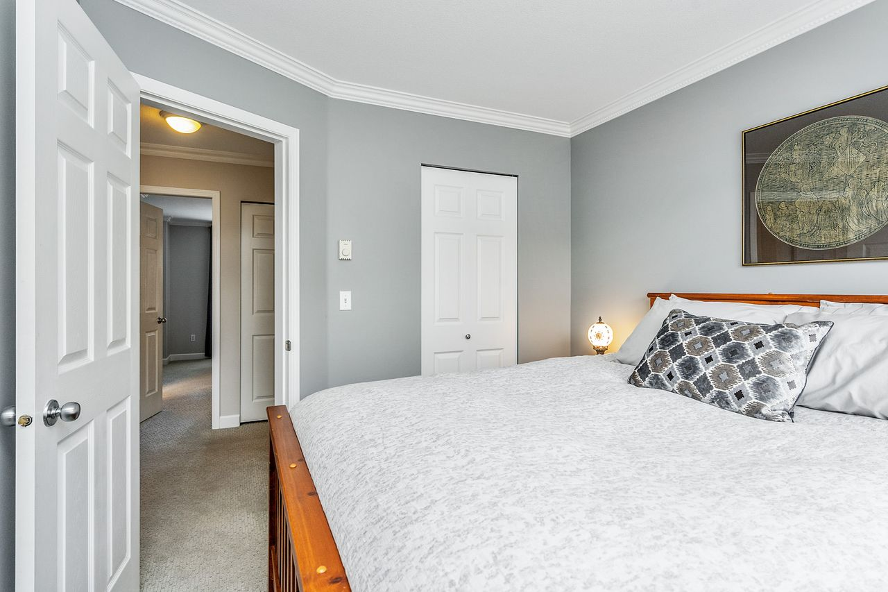 18 at 16 - 15355 26 Avenue, King George Corridor, South Surrey White Rock