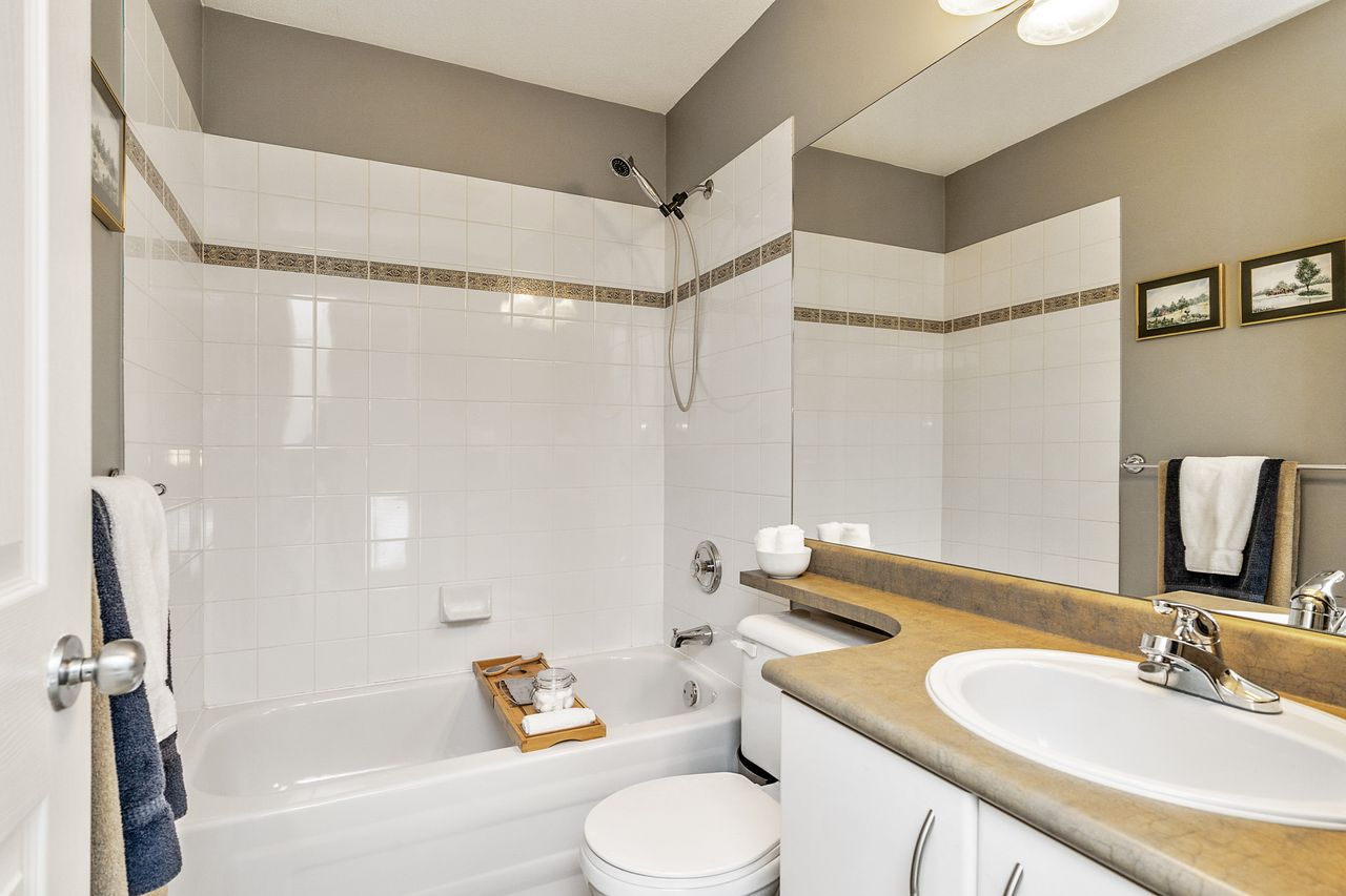 21 at 16 - 15355 26 Avenue, King George Corridor, South Surrey White Rock