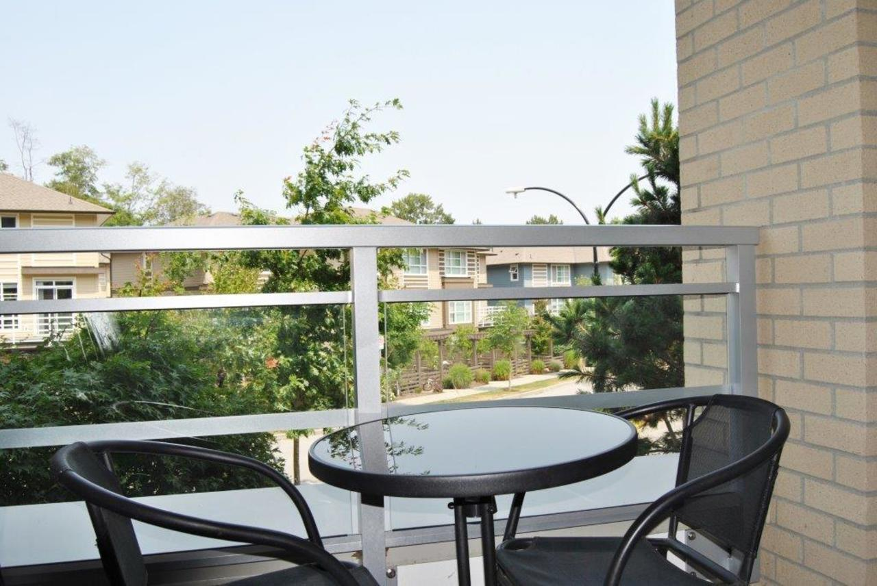 patio at 202 - 15428 31 Avenue, Grandview Surrey, South Surrey White Rock
