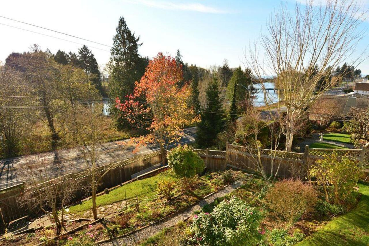 garden 3 at  16097 8 Avenue, South Surrey White Rock