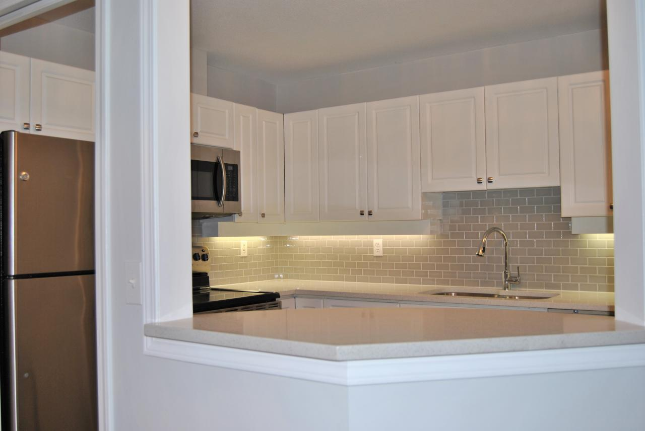Kitchen at 328 - 1952 152a Street, King George Corridor, South Surrey White Rock