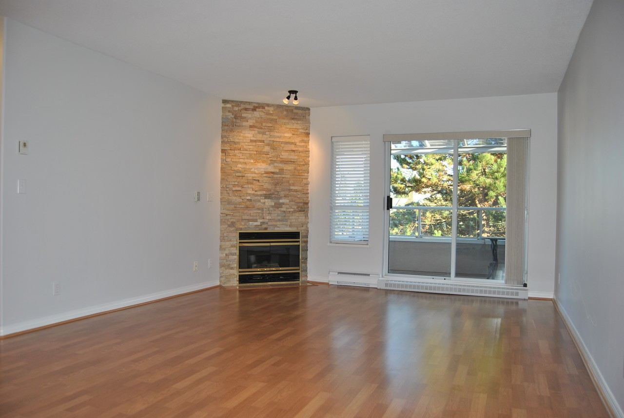 Living Room at 328 - 1952 152a Street, King George Corridor, South Surrey White Rock