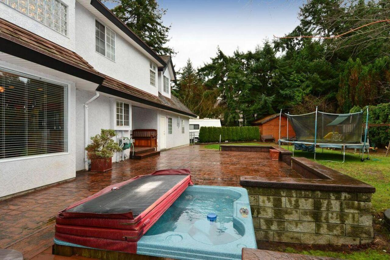 Hot tub at 13152 20a Avenue, Elgin Chantrell, South Surrey White Rock