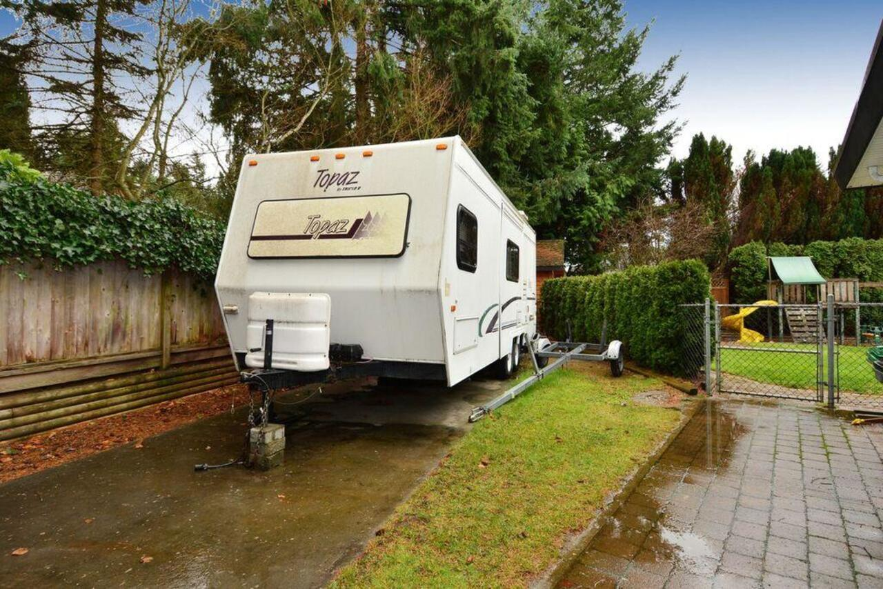 RV access at 13152 20a Avenue, Elgin Chantrell, South Surrey White Rock