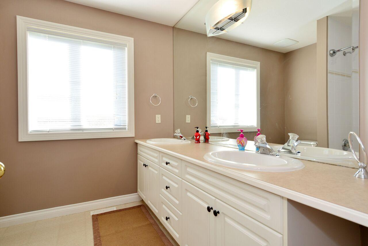 main-bathroom at 12747 24 Avenue, Crescent Bch Ocean Pk., South Surrey White Rock
