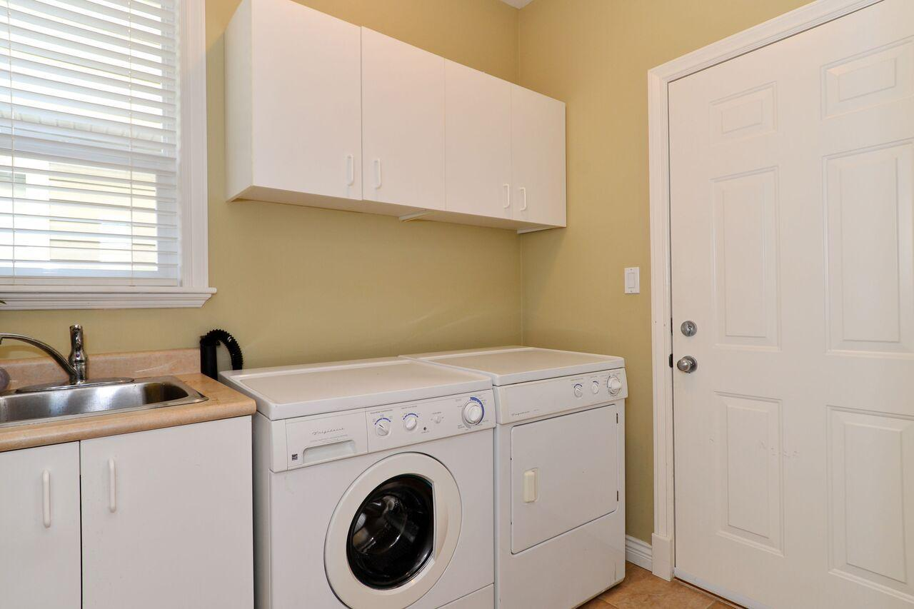 laundry-mud-room at 3598 Rosemary Heights Crescent, Morgan Creek, South Surrey White Rock