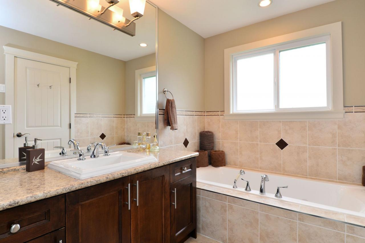 ensuite at 17167 65 Avenue, Cloverdale BC, Cloverdale
