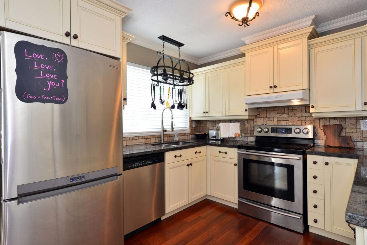 kitchen5 at 2214 153a Street, King George Corridor, South Surrey White Rock