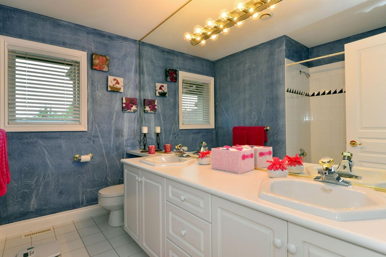 bathroom at 13638 23 Avenue,