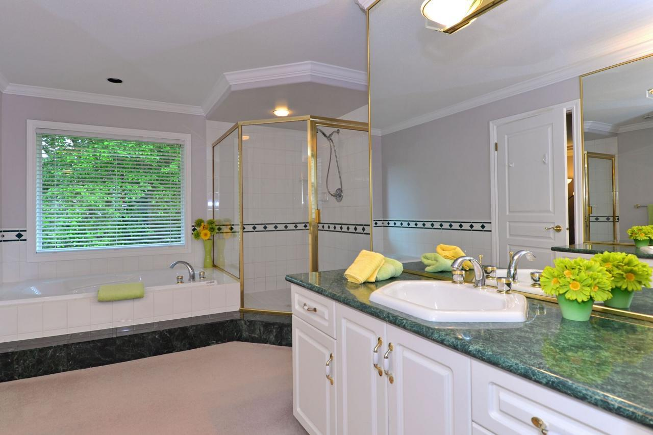 ensuite at 13638 23 Avenue,