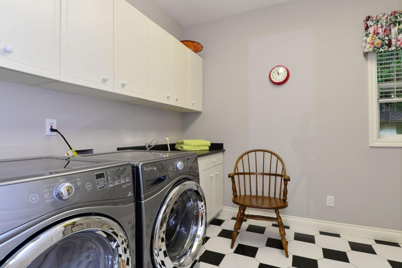 laundry at 13638 23 Avenue,
