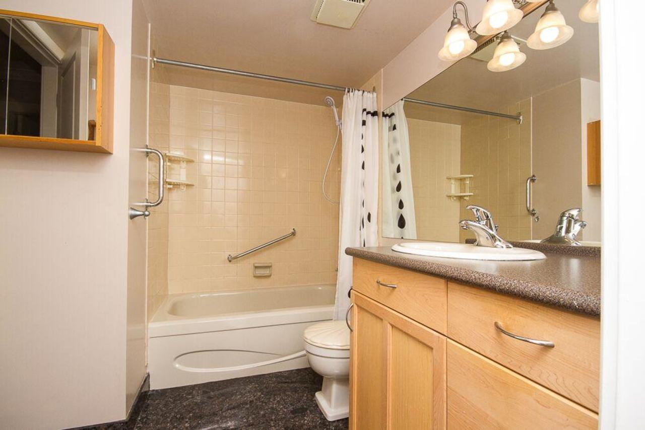 bathroom at 203 - 1760 Southmere Crescent, Sunnyside Park Surrey, South Surrey White Rock