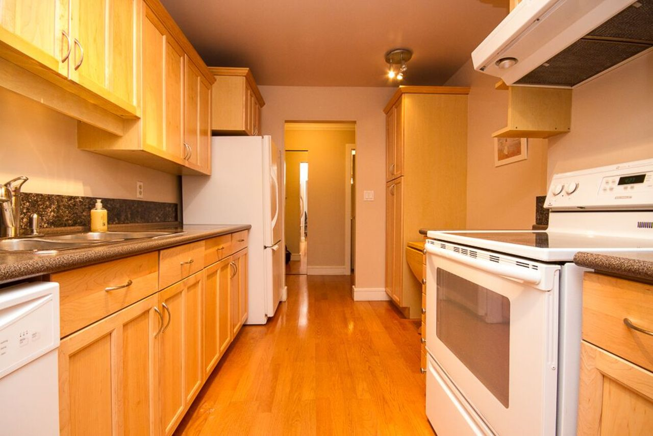 kitchen at 203 - 1760 Southmere Crescent, Sunnyside Park Surrey, South Surrey White Rock