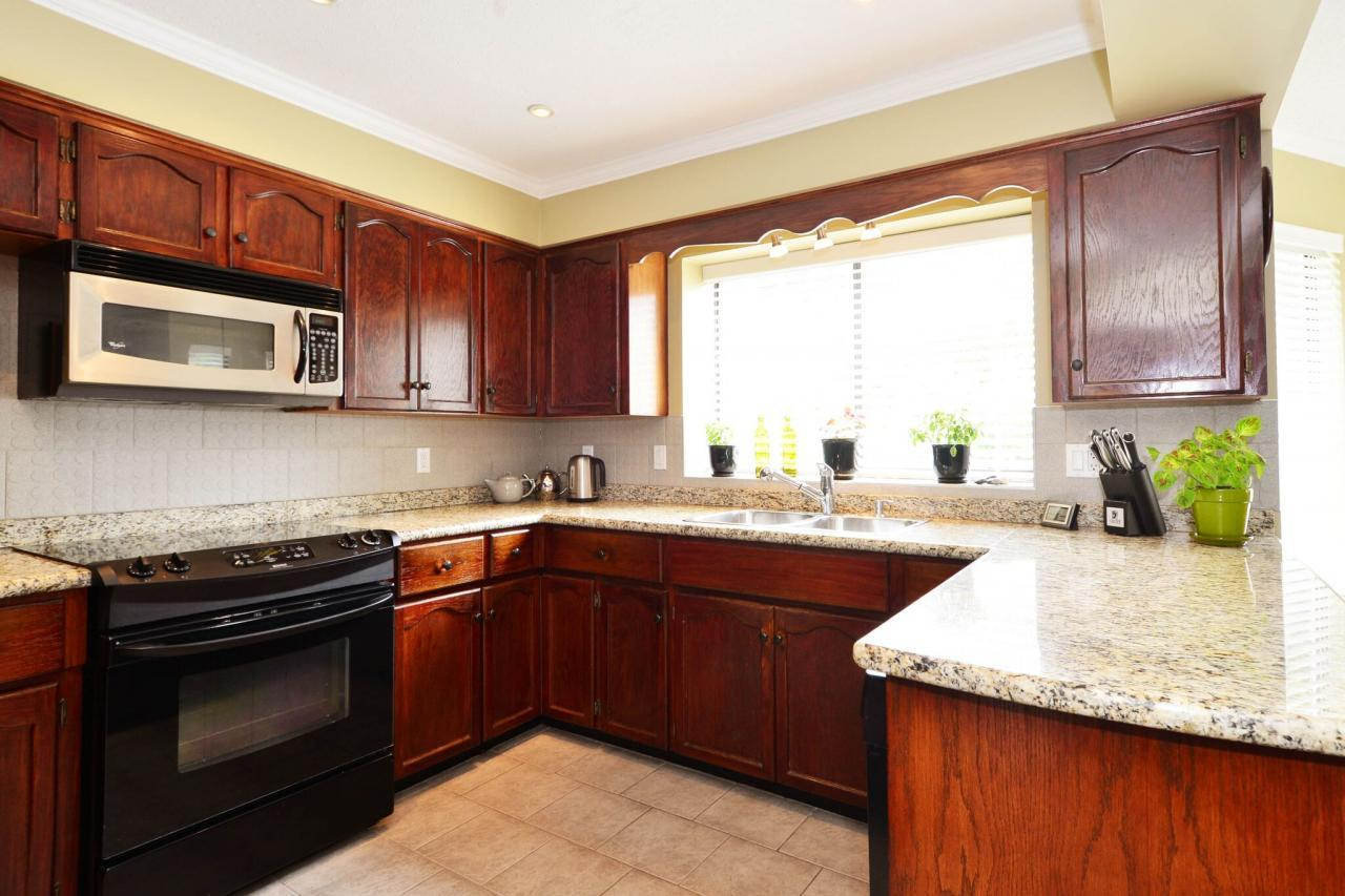 kitchen6 at 1888 131 Street, Crescent Bch Ocean Pk., South Surrey White Rock