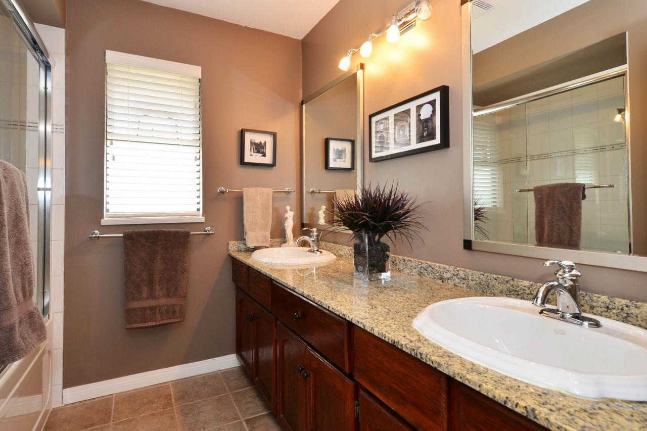 upper-bathroom at 1888 131 Street, Crescent Bch Ocean Pk., South Surrey White Rock