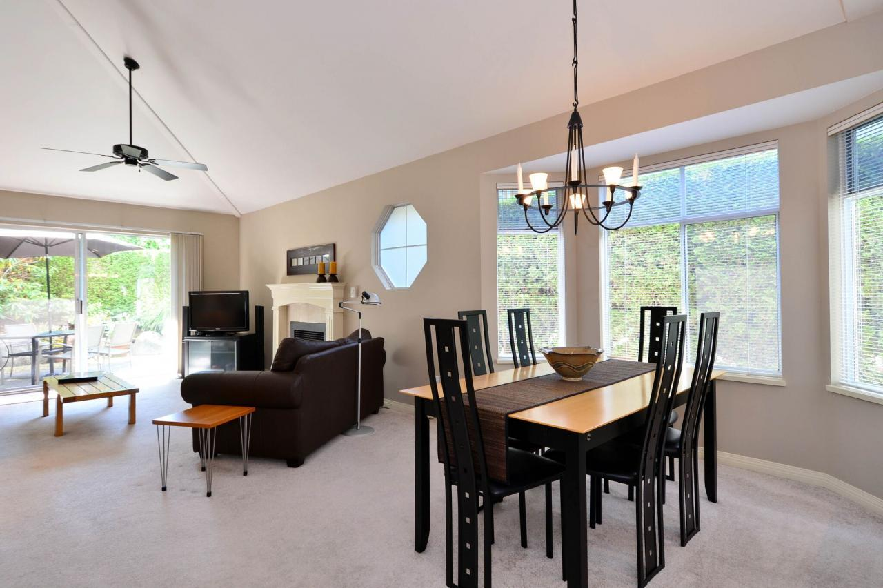 dining at 76 - 2500 152 Street, King George Corridor, South Surrey White Rock