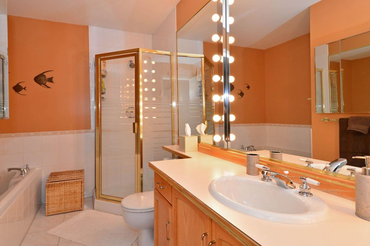 master-ensuite at 76 - 2500 152 Street, King George Corridor, South Surrey White Rock
