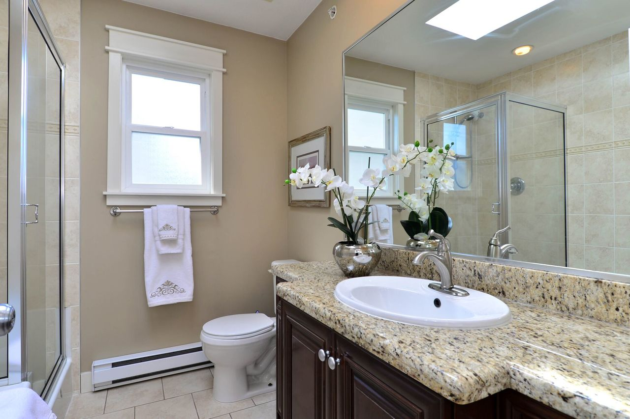 upper-ensuite at 15573 Goggs Avenue, White Rock, South Surrey White Rock