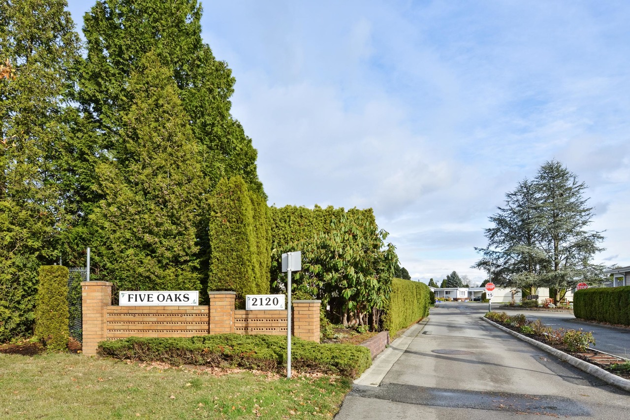 01 at 40 - 2120 King George Boulevard, King George Corridor, South Surrey White Rock