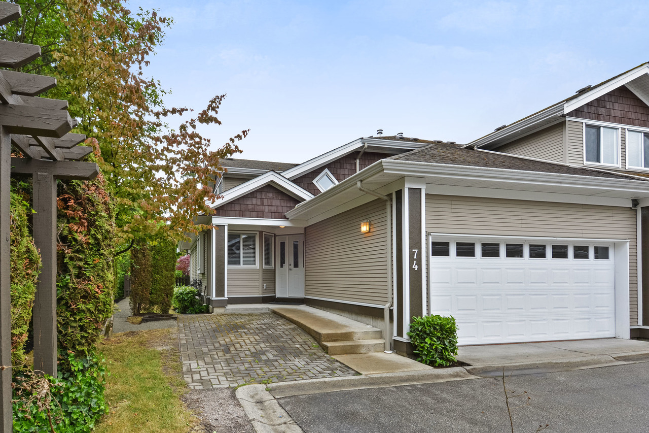 01-1 at 74 - 15133 29a Avenue, South Surrey White Rock