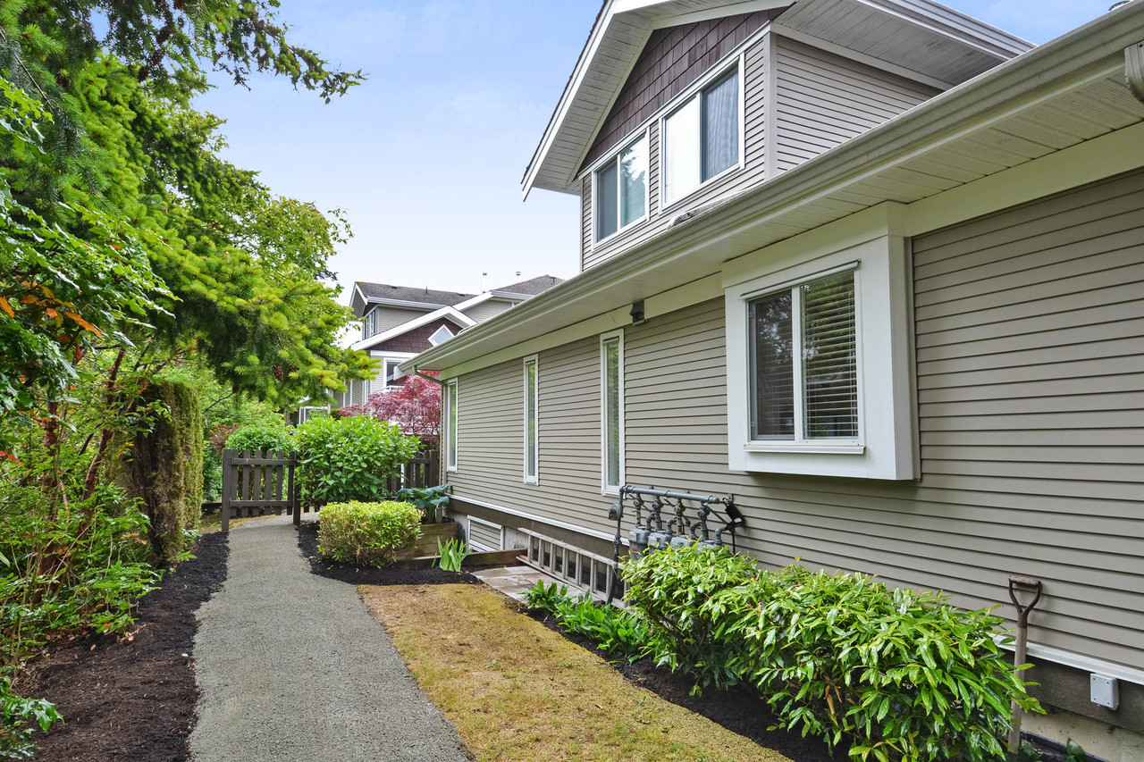 18 at 74 - 15133 29a Avenue, South Surrey White Rock