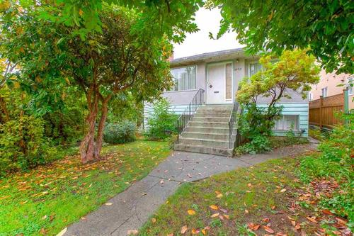 01 at 3092 E. 5th Avenue, Renfrew VE, Vancouver East