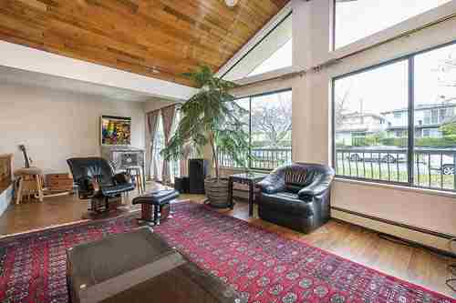976a42928173bb7d94ed81fb92ad7319ec197e41 at 2958 E 7th Avenue, Renfrew VE, Vancouver East