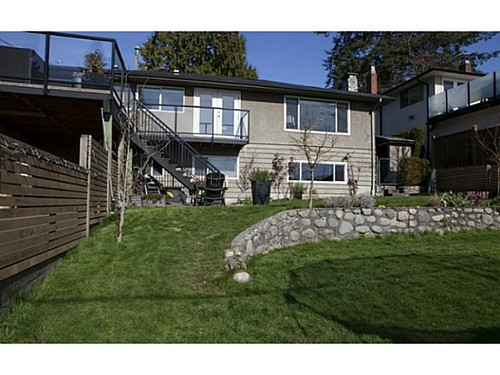79e1d8a95a571131aeaebb552aeecfa343495316 at 329 E 26th Street, Upper Lonsdale, North Vancouver