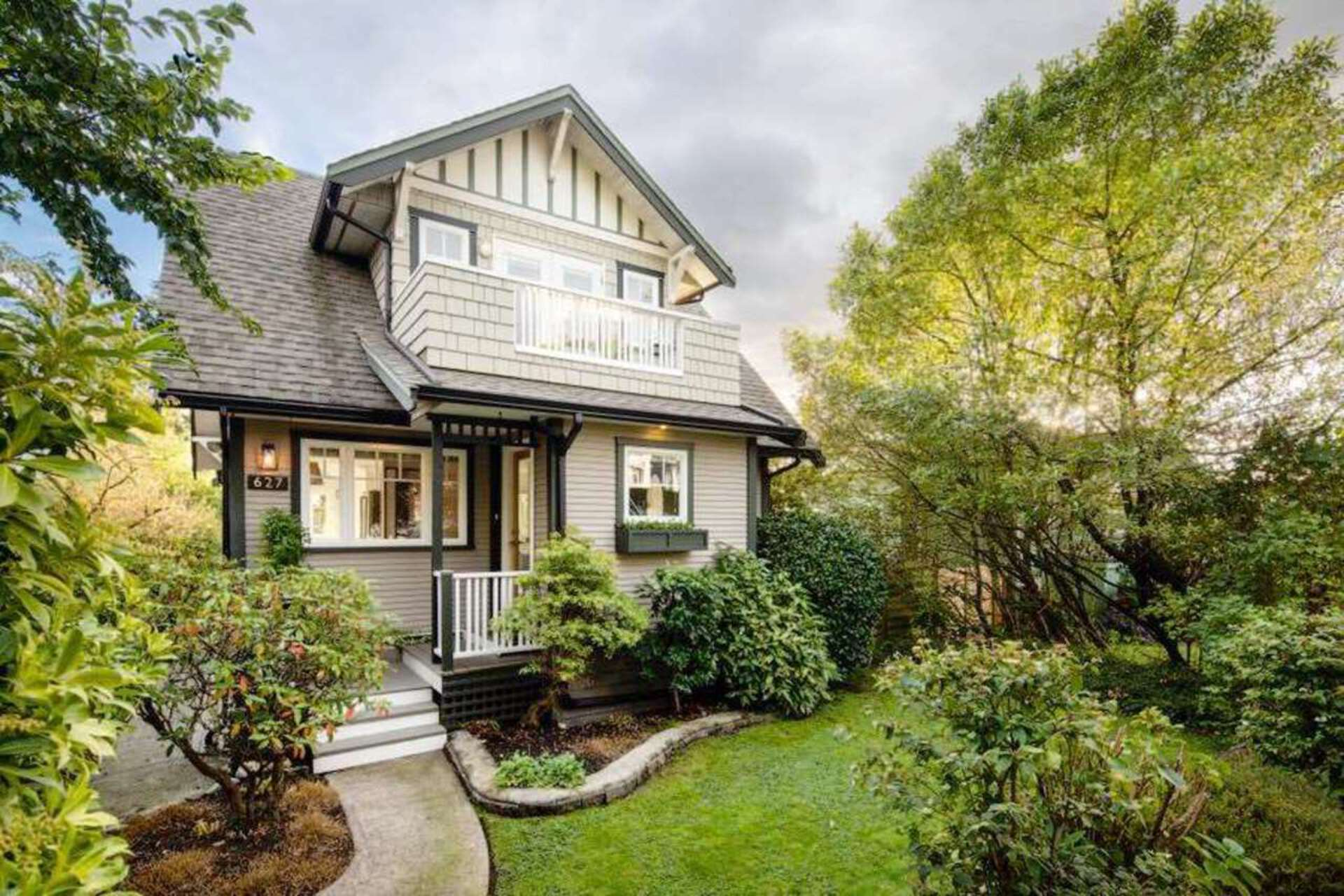 627 E 6th Street, Queensbury, North Vancouver