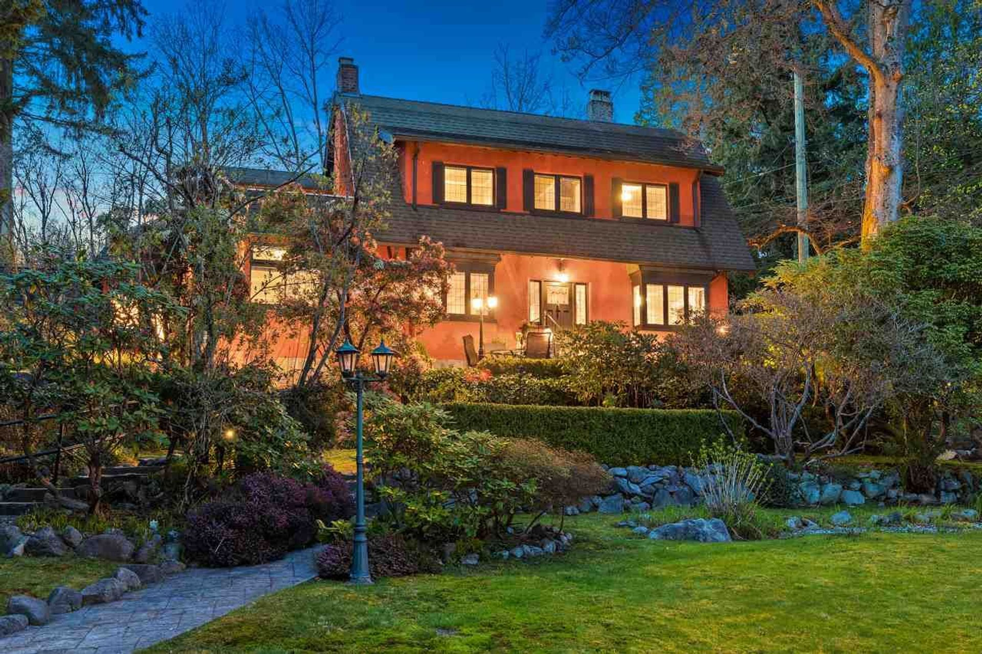 382 E St. James Road, Upper Lonsdale, North Vancouver