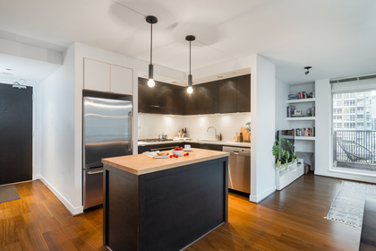 17 at 1305 - 1055 Homer Street, Yaletown, Vancouver West