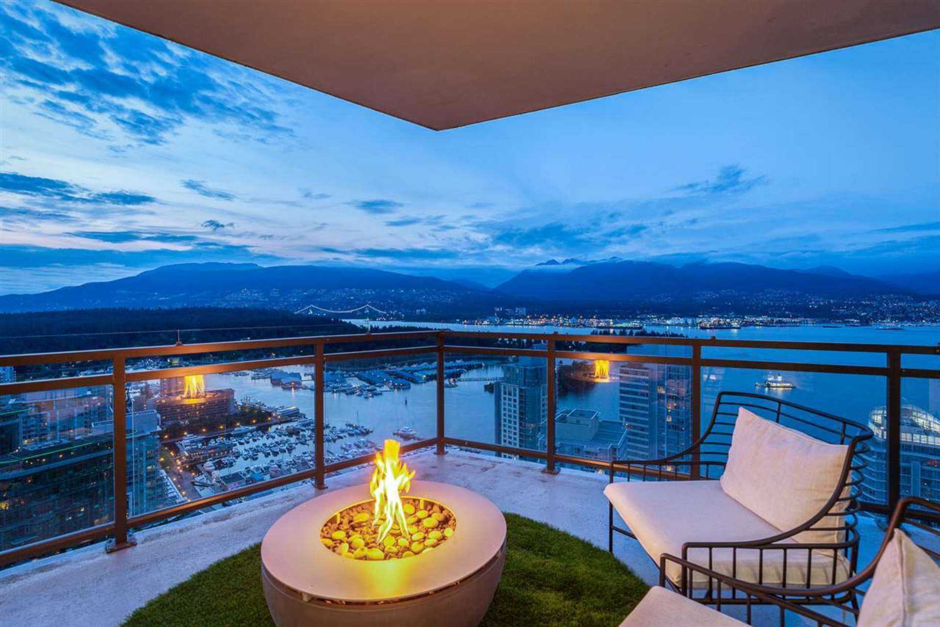 Fire Pit at PH3801 - 1211 Melville Street, Coal Harbour, Vancouver West