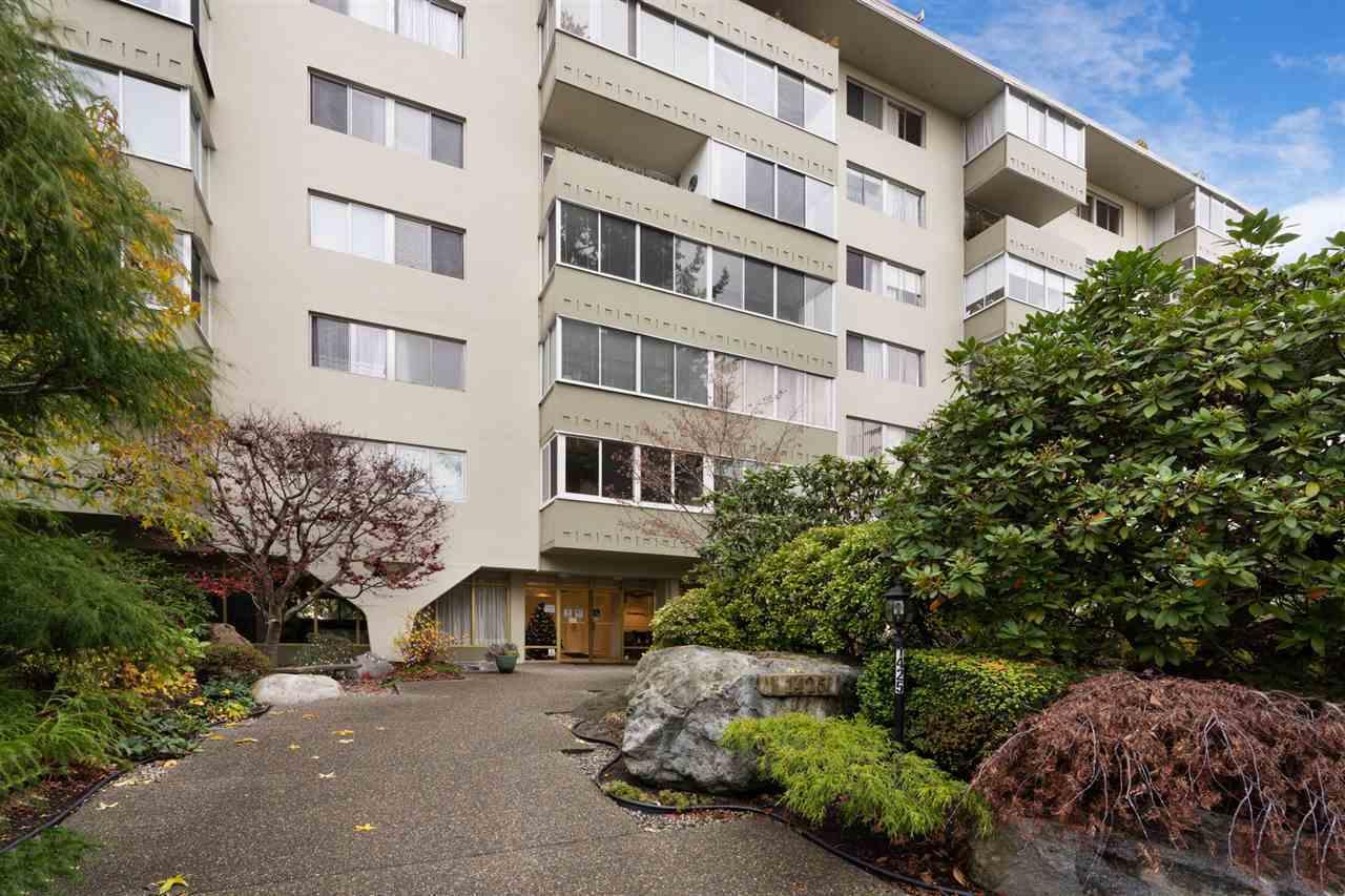 1425-esquimalt-avenue-ambleside-west-vancouver-17.jpg